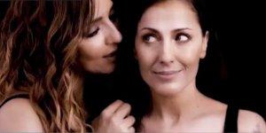 Ambra torna a cantare dopo 20 anni. In duetto con Syria.
