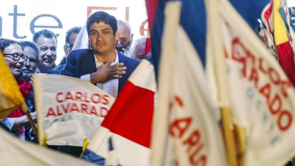 Ex rocker e scrittore Alvarado nuovo presidente del Costa Rica, ha sconfitto il predicatore anti gay