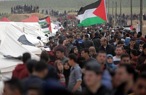 Gaza, scontri al confine: 17 palestinesi uccisi, 1.400 feriti