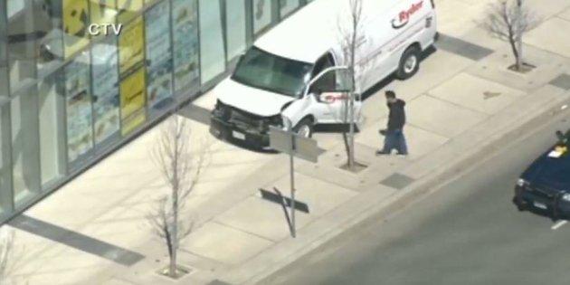 Un furgone piomba sui pedoni nel centro di Toronto: 10 morti e 15 feriti. Arrestato l'autista