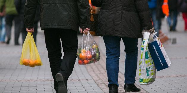 """""""I sacchetti per frutta e verdura si potranno portare da casa"""". Via libera dal Ministero della Salute"""