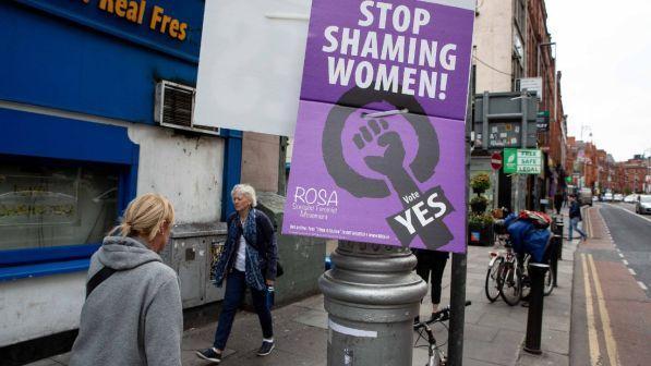 Irlanda, vincono i Sì all'aborto.