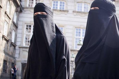 La Danimarca proibisce il burqa