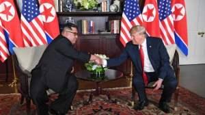 Singapore: storica stretta di mano tra Trump e Kim Jong-un