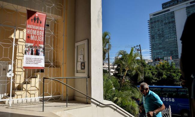 Cuba: chiese evangeliche e cattoliche ottengono lo stralcio del matrimonio egualitario dalla nuova costituzione