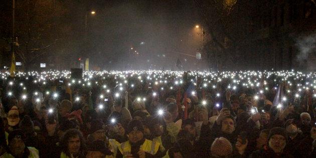 """Ungheresi da quattro giorni in piazza contro """"legge schiavitù"""""""