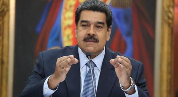Il presidente Maduro si insedia per un secondo mandato: centinaia di militari presidiano Caracas