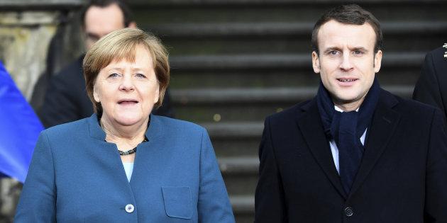 Fischi e urla sul rinsaldato asse franco-tedesco. Proteste alla firma del trattato di Aquisgrana tra Merkel e Macron