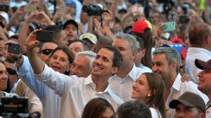 """Guaidò: """"Il primo carico di aiuti è entrato in Venezuela dal Brasile"""""""