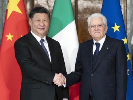 """Mattarella incontra Xi Jinping: """"Via della Seta sia una strada  a doppio senso"""""""