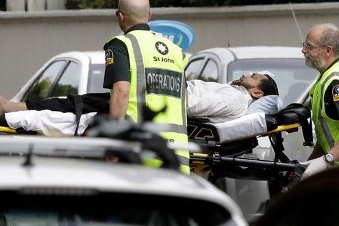 Nuova Zelanda, attacco in due moschee: decine di morti