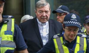 Pedofilia, condannato il cardinale anti-gay George Pell