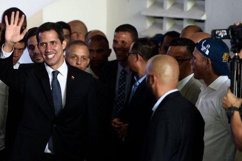 Venezuela, Maduro revoca a Guaidò la carica di presidente del Parlamento