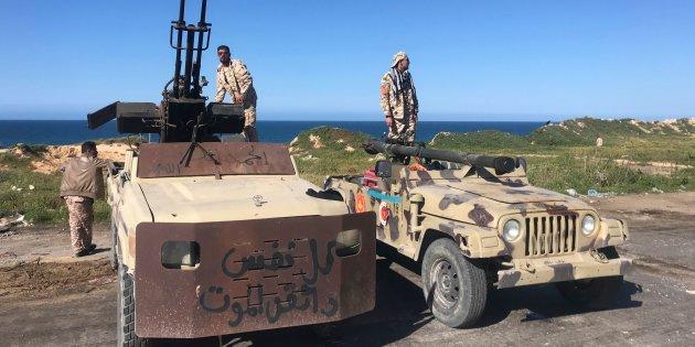 Libia, è fuga internazionale: via i soldati americani e gli imprenditori italiani. Sarraj accusa Macron