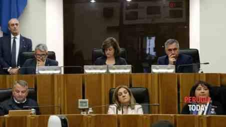 Inchiesta sanità, il consiglio regionale respinge le dimissioni di Catiuscia Marini
