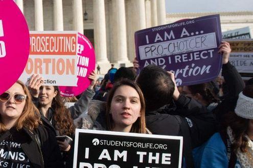 L'Alabama vieta l'aborto: i medici rischiano 99 anni di carcere