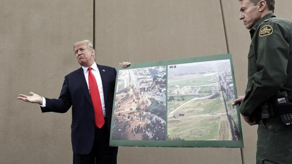 Schiaffo a Trump, un giudice federale blocca parzialmente il piano del muro con il Messico