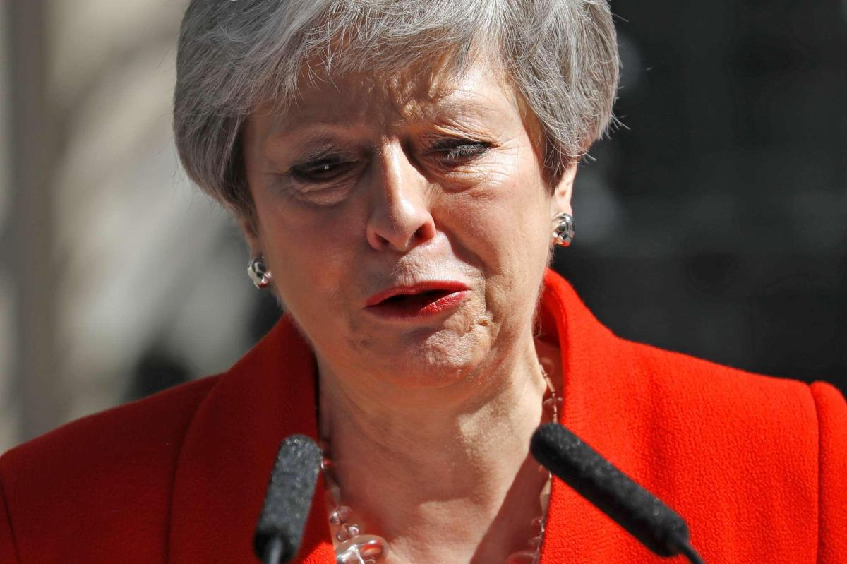Theresa May si dimette: l'annuncio in lacrime