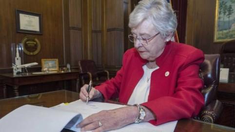 Dopo il divieto all'aborto, l'Alabama approva pure la castrazione chimica