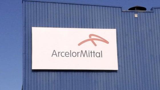 """L'annuncio shock dell'ad di ArcelorMittal: """"Senza immunità l'ex Ilva di Taranto chiuderà il 6 settembre""""."""