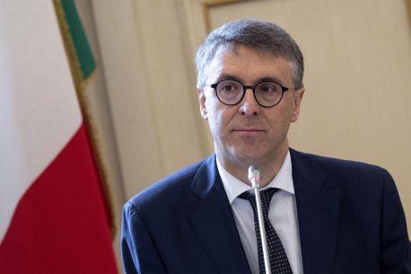M5s e Pd trattano: voci su un governo Cantone-Di Maio, con Gabrielli agli Interni. E Conte? Commissario UE