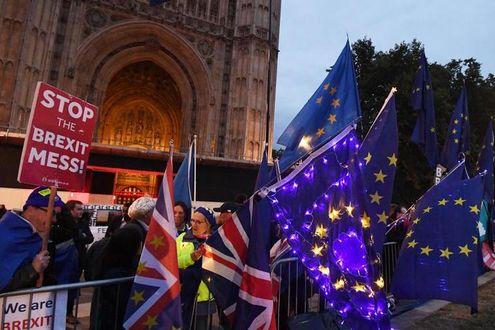 Brexit, un altro schiaffo a Johnson: no dei Comuni a elezioni in ottobre