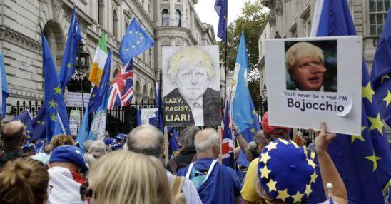 Brexit, Johnson perde la maggioranza ai Comuni. Trema la sterlina: -20% dal referendum