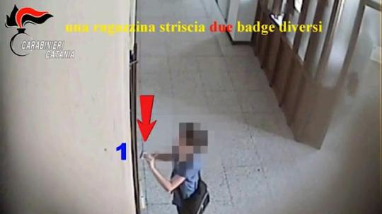 A Catania sono stati usati minorenni per timbrare badge in comune: 48 indagati | L'HuffPost