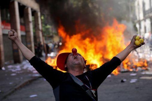 In Cile Pinera si scusa con il popolo e promette 10 misure sociali