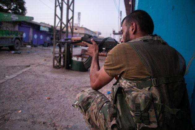 L'esercito di Assad verso il nord della Siria in difesa dei curdi. Francia e Italia chiedono alla Turchia di fermarsi