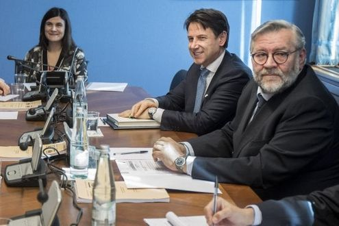 """Russiagate, Conte al Copasir: """"Cosa facevano Salvini e Savoini con gli 007 russi?""""."""