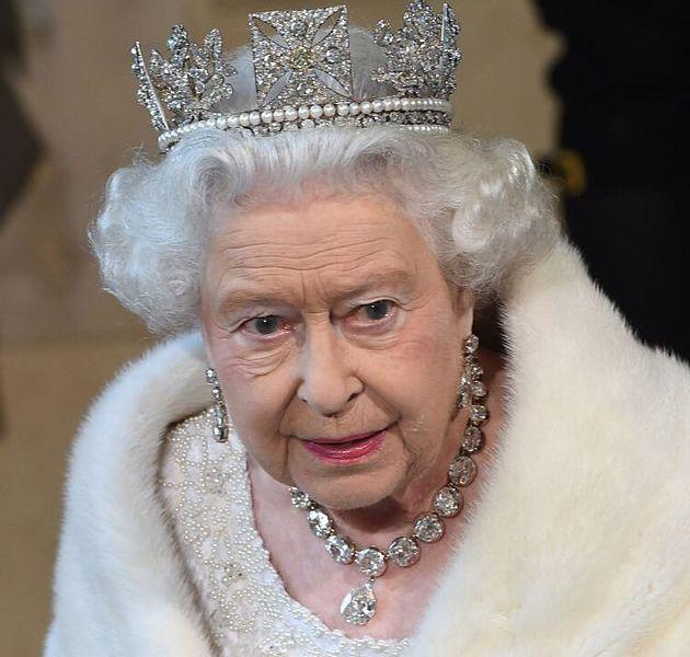 La regina Elisabetta dice basta alle pellicce