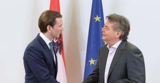 Austria, Kurz annuncia l'intesa per un governo con i Verdi