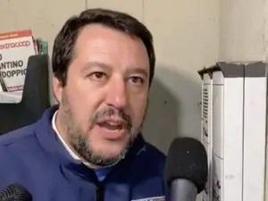 Bologna, Salvini citofona accusando i proprietari della casa di essere degli spacciatori