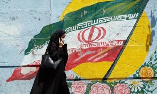 """L'Iran vuole """"eliminare"""" l'omosessualità costringendo i gay a cambiare sesso"""
