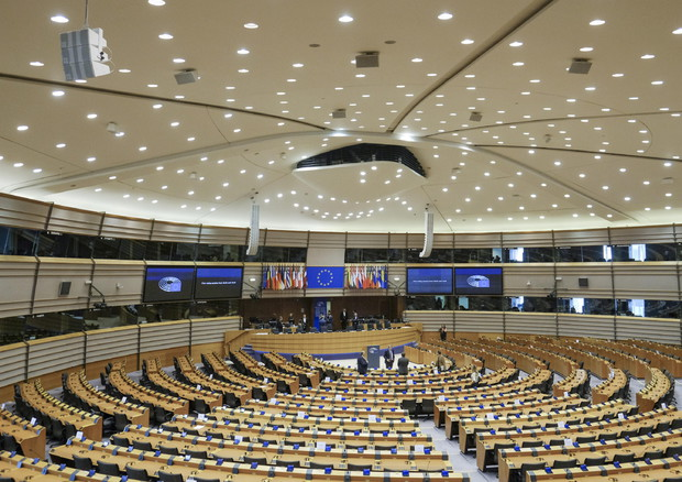 Parlamento europeo vota i recovery bond, apre al Mes, no ai coronabond