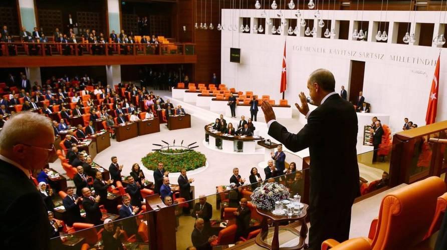 Turchia, Parlamento sospeso per Covid, protesta dalle opposizioni