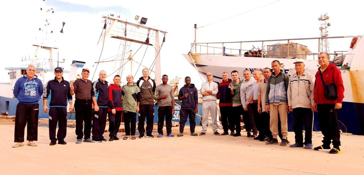 Libia, liberi i pescatori italiani dopo 108 giorni di sequestro. Hanno lasciato Bengasi.