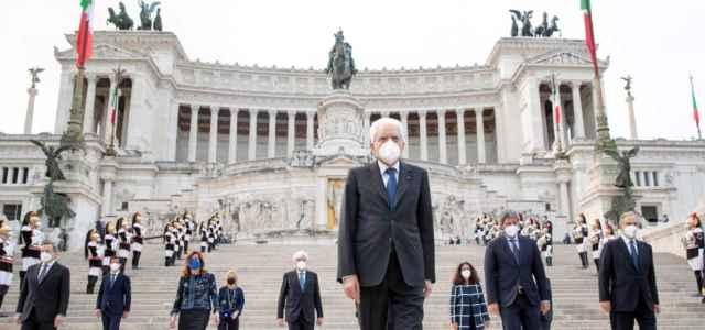 """2 giugno, Mattarella: """"Il processo di crescita e consolidamento della democrazia non si è mai interrotto"""""""