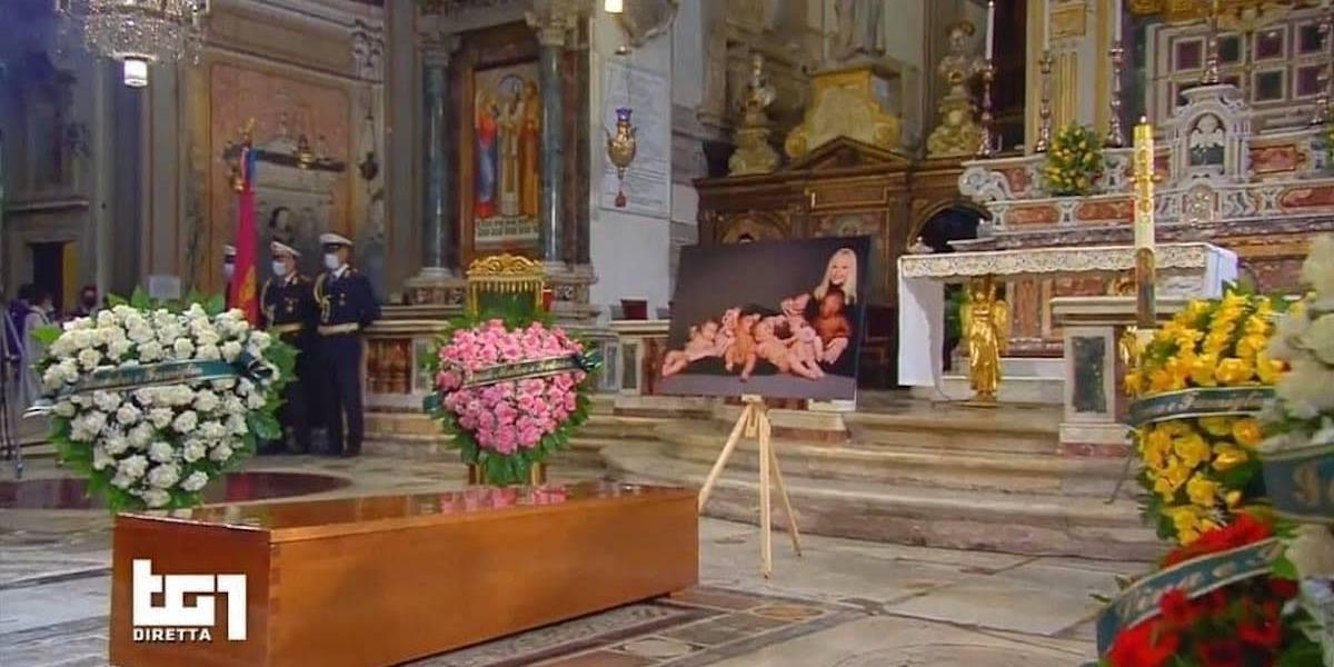 Raffaella Carrà: le parole dei colleghi e delle Istituzioni ai funerali