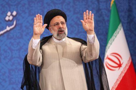 Iran, inizia l'era di Raisi: il religioso ultraconservatore discepolo di Khamenei